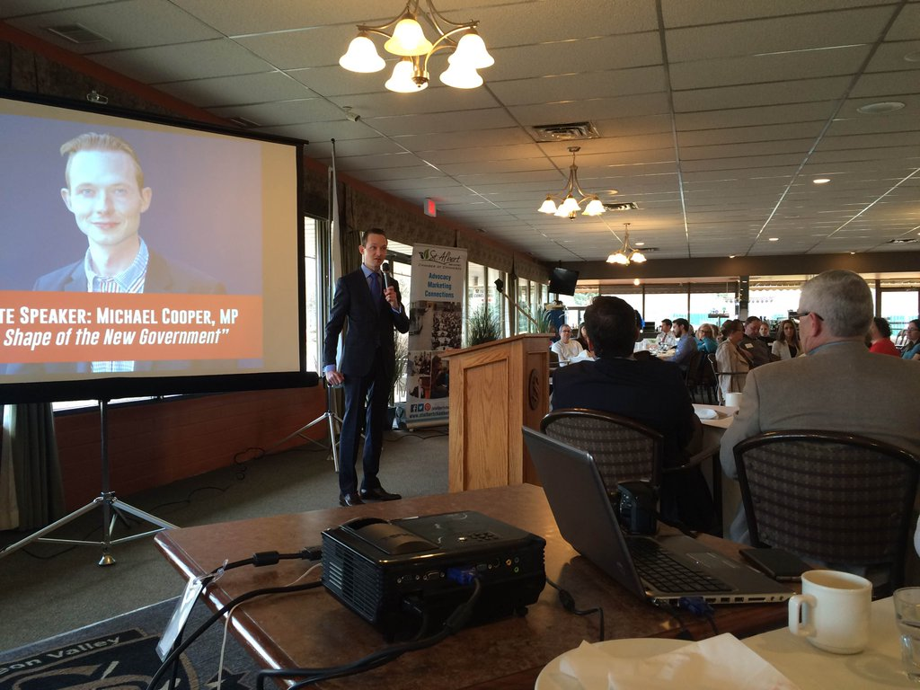 Addressing members of the St. Albert & District Chamber of Commerce about federal issues.